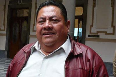 """Carlos Sánchez se muestra """"tibio"""" ante irregularidades de Peñaloza"""
