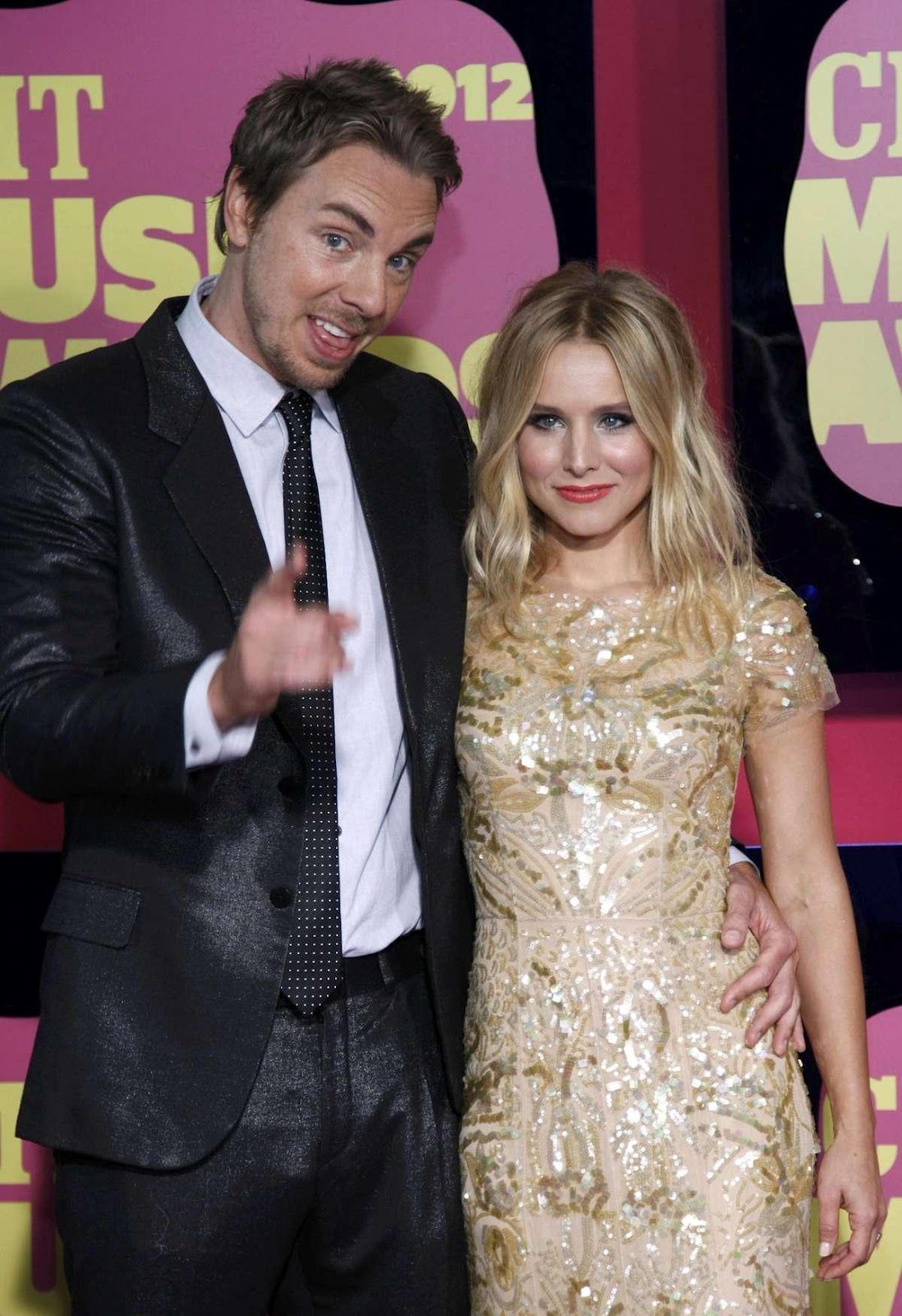 http://4.bp.blogspot.com/-U6_btXuJLQE/T-LMeJCk-PI/AAAAAAAACgk/sBks3zYS090/s1600/Kristen+Bell+-+CMT+Music+Awards-08.jpg