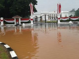 Banjir_di_istana_Merdeka