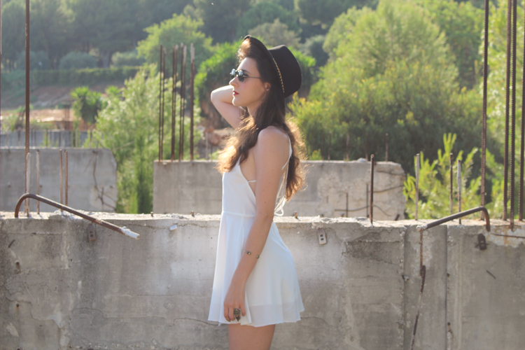 OOTD: white backless dress with platforms and a hat
