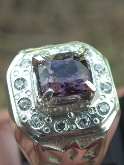 lustrous spinel