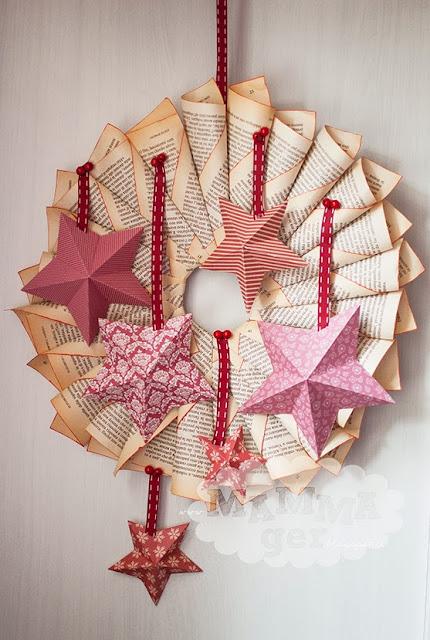 Ghirlanda di Natale fatta con un libro