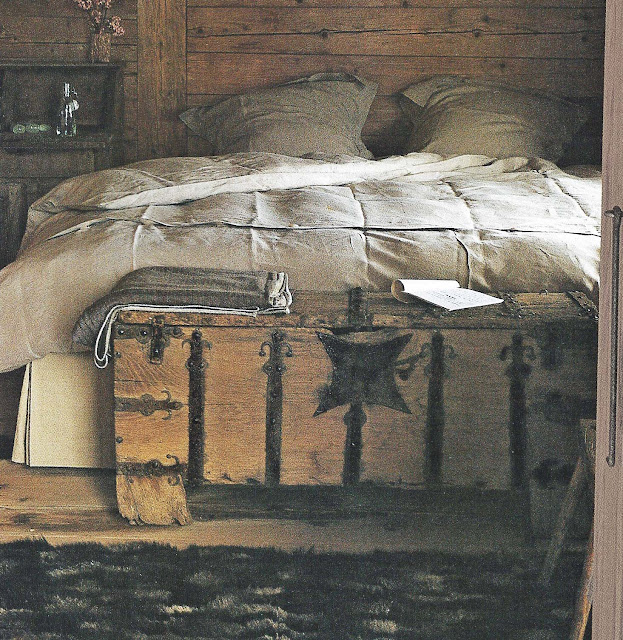 Cte Est Dec-Fev 2001-2002, Chalet Bedroom as seen on linenandlavender.net