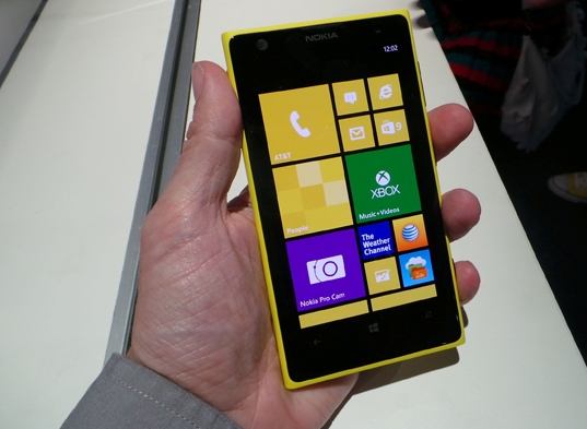 nokia lumia 1020 hand on
