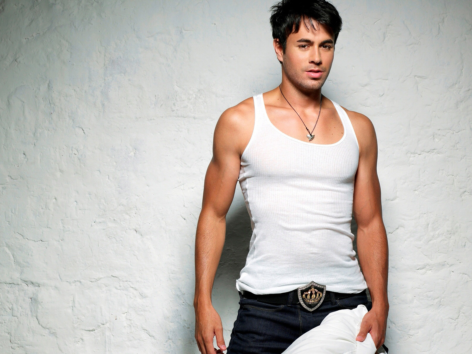 http://4.bp.blogspot.com/-U7RxI8F3mFs/TuXG_XgJTeI/AAAAAAAAAnY/wwCgUAhK8gI/s1600/Enrique-Iglesias-pictures-desktop-Wallpapers-HD-photo-images-12.jpg