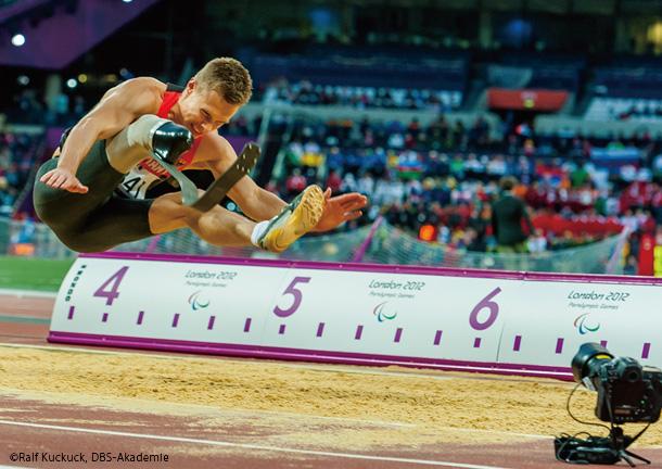 """マルカス=レーム: """"義足"""" 選手が、走り幅跳びで、日本の """"健常"""" 選手の記録を破る!"""
