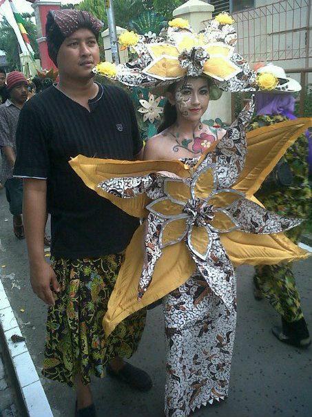 Gadis Cantik SMP 3 Batang Karnaval 1001 Bunga