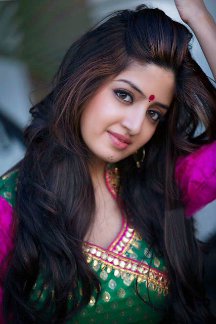 Actress Poonam Kaur Latest Pictureshoot Gallery CelebsNext 5.JPG