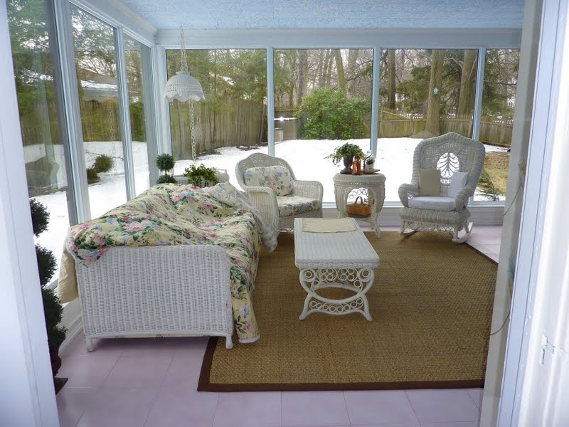 Painted Wicker Furniture for Sun Room