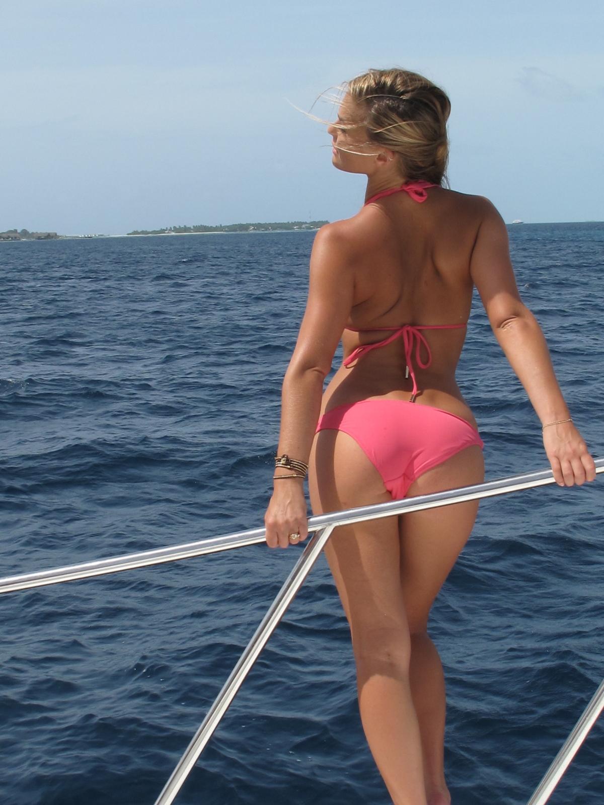 http://4.bp.blogspot.com/-U8A_x5UtWGw/TxMbDutuYmI/AAAAAAAAEu0/lMvThLtlKNI/s1600/Bar_Refaeli_Anonymous_89780_Bar_refaeli_hot_sexy_in_bikini_sexy_swimsuit4.jpg