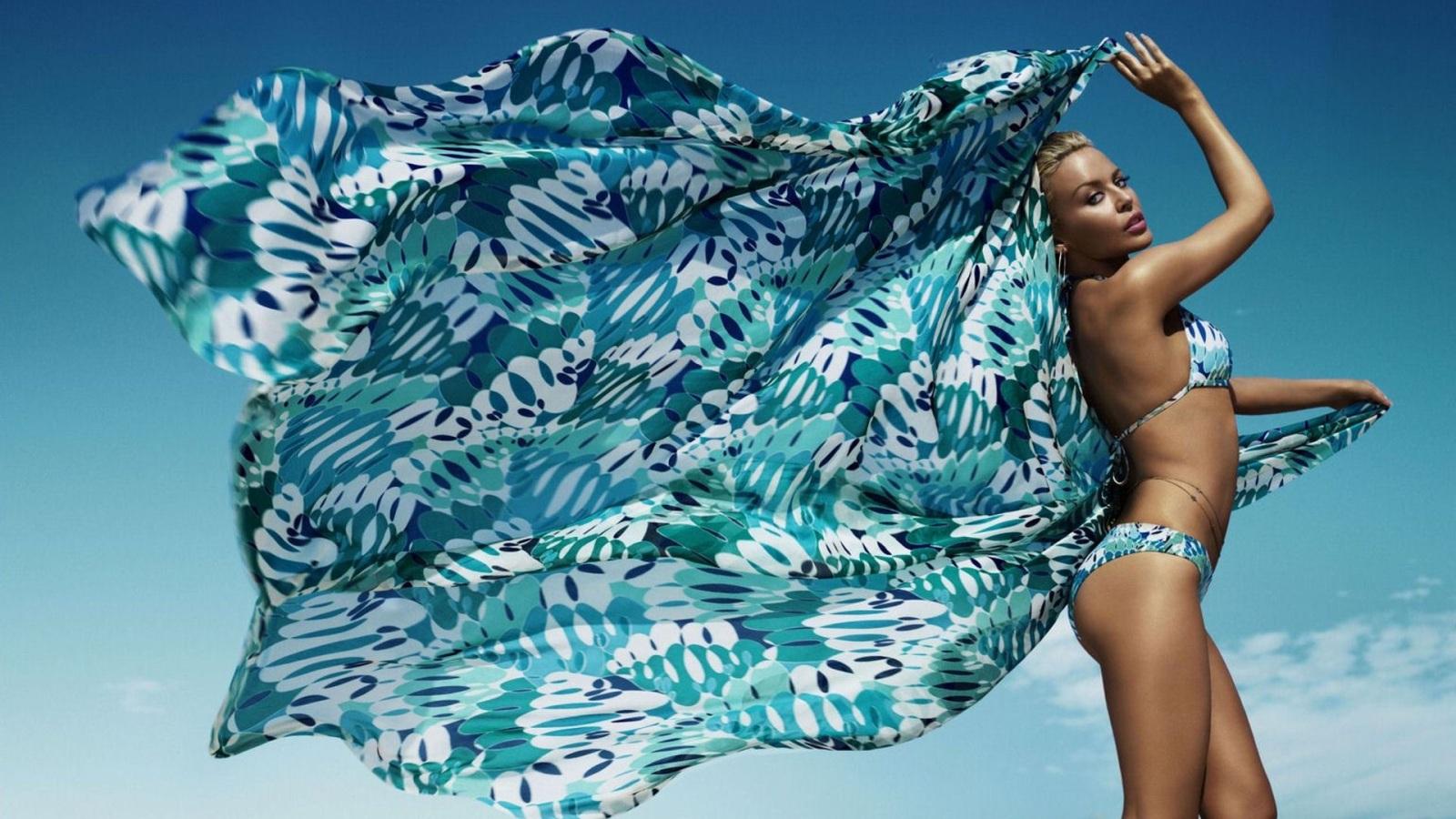 http://4.bp.blogspot.com/-U8GK9SgC1cY/UA_HPv2MsxI/AAAAAAAAAm0/2LWQO4JmDPI/s1600/desktop-celebrity-babe-hot-bikini-wallpapers-hd-sexy-bikini-wallpaper-kylie-minogue-grey-silver-bikini-hotmoviepictures-com+(2).jpg