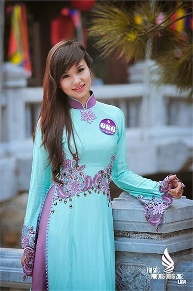 Nữ sinh đại học Phương Đông duyên dáng áo dài