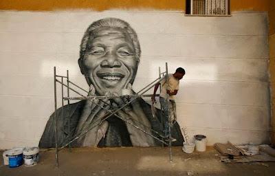 Pared con la figura de Nelson Mandela dibujada