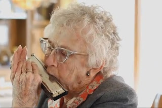Nenek Nekat