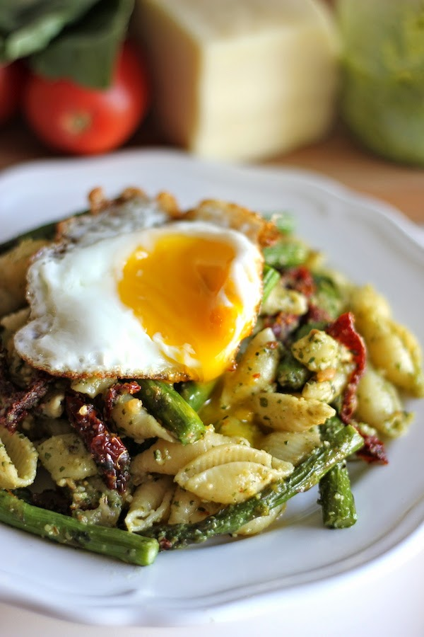pesto pasta with sun dried tomatoes