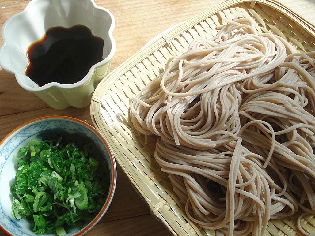 Segundo a tradição japonesa, comer o macarrão Soba na véspera do ...