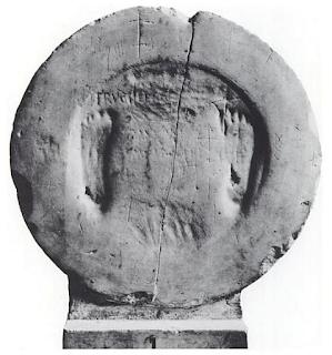 La pietra con le impronte dell'Arcangelo Michele