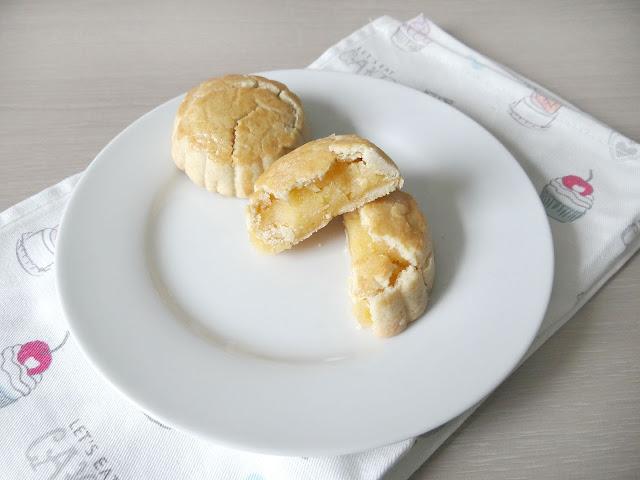 custard pie/ tart mooncakes, snowskin mooncakes, moonfestival