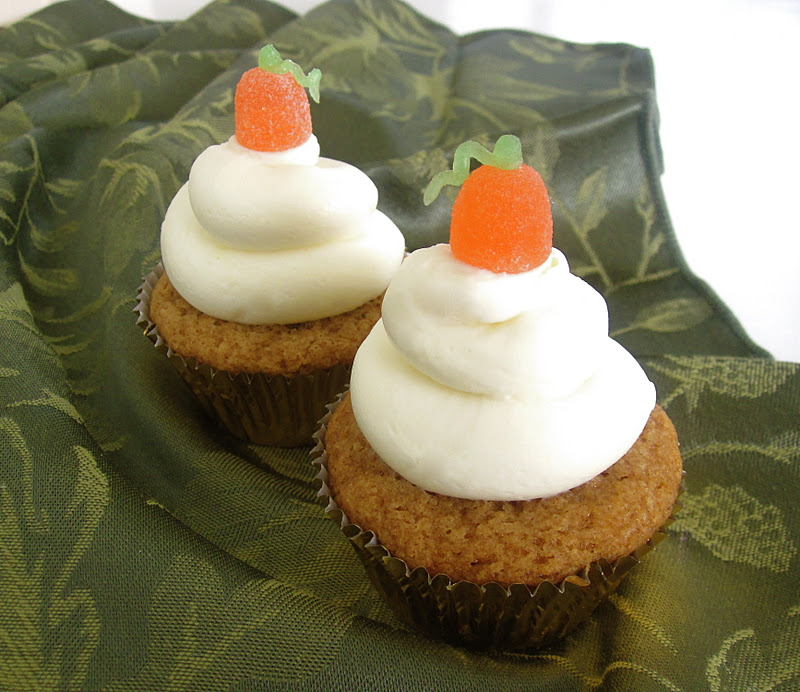 Lindsay Ann Bakes: Pumpkin Cupcakes With Cream Cheese Frosting