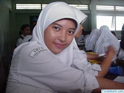 Perkosa Keponakan SMA Berjilbab, Masih Pakai Seragam OSIS