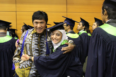 Wisuda Chikita Fawzi dari MMU, Malaysia, Putri Bungsu Ikang Fawzi & Marissa Haque (2011)