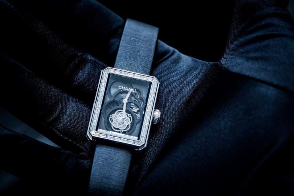 Đồng hồ lộ cơ đầu tiên cho phái đẹp của Chanel