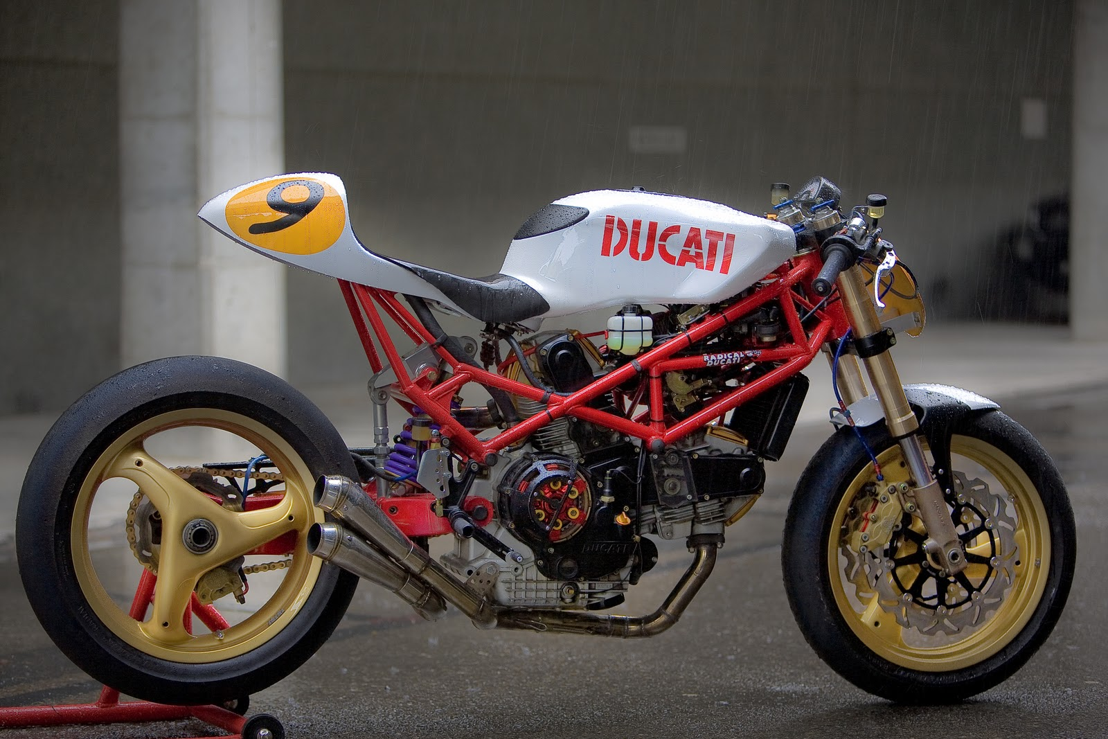 racing caf ducati 9 by radical ducati. Black Bedroom Furniture Sets. Home Design Ideas