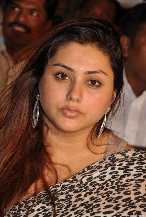 namitha at cherrybit launch actress pics