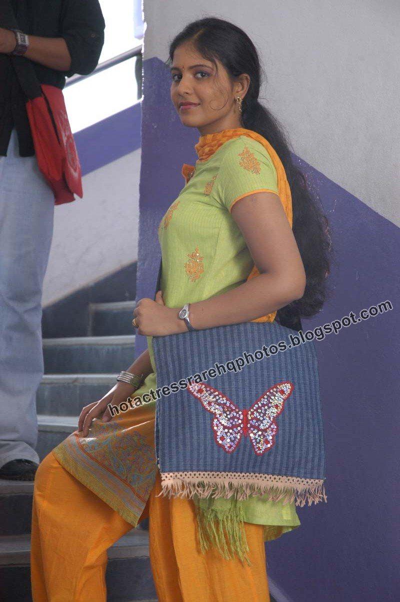 Anjali (actress) - Wikipedia