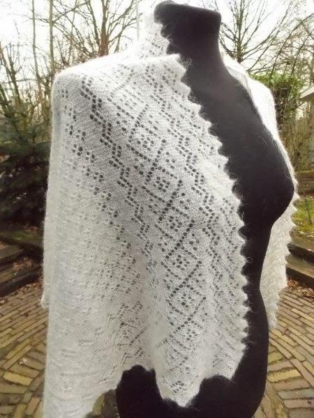 TE KOOP: Kleinere Bruidssjaals