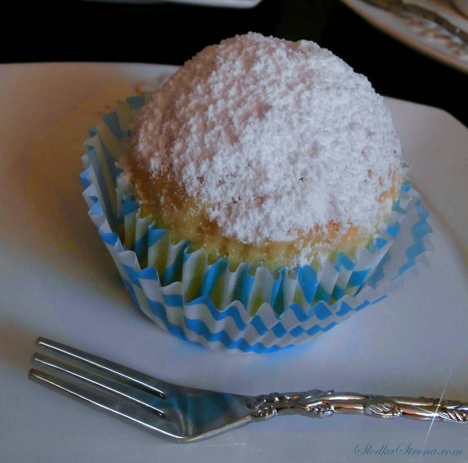 Proste Muffinki Drożdżowe z Rodzynkami - Przepis - Słodka Strona