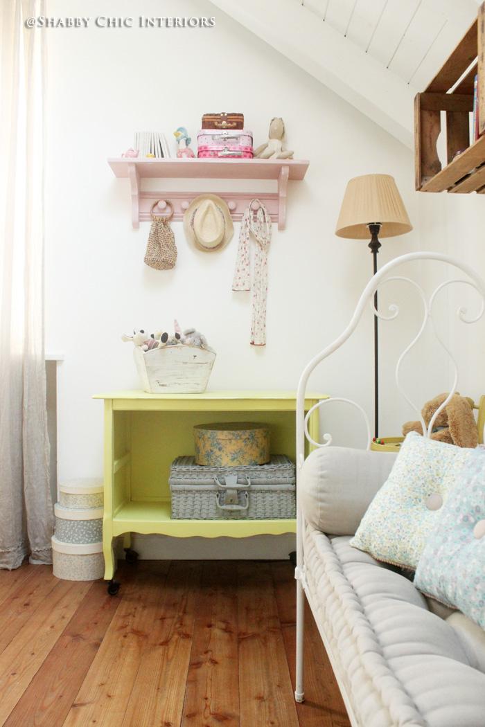 Un tocco di colore giallo - Shabby Chic Interiors