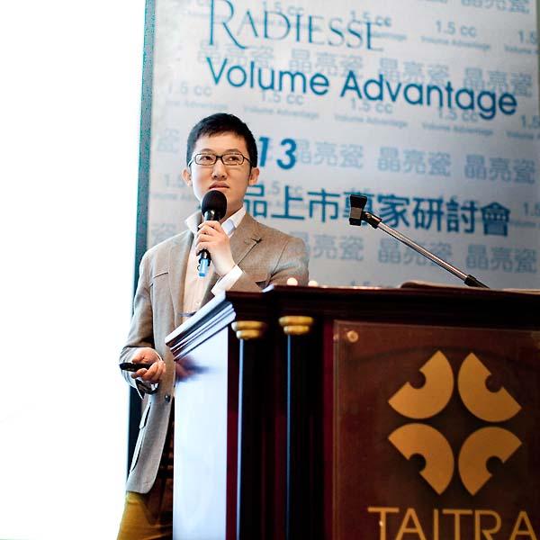 晶亮瓷1.5c.c.在台上市學術討論會上趙彥宇醫師演講