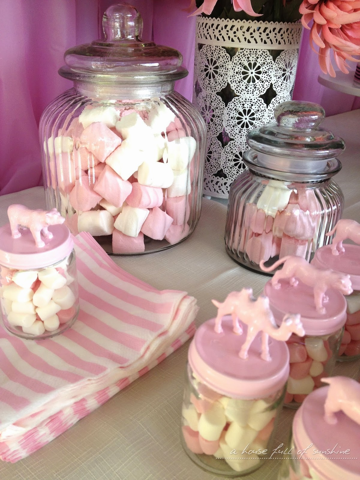 Super cute pink circus party - lots of great ideas here! | A house full of sunshine #birthday #party