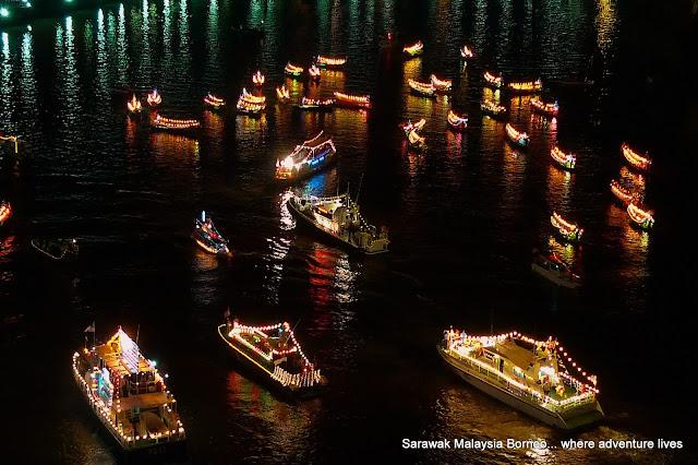 The Parade of Floats Kuching Waterfront 2011 | Sarawak Malaysia Borneo