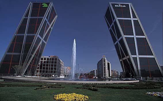 Spray de temas por j j edificios con altura en madrid - Torres kio arquitecto ...