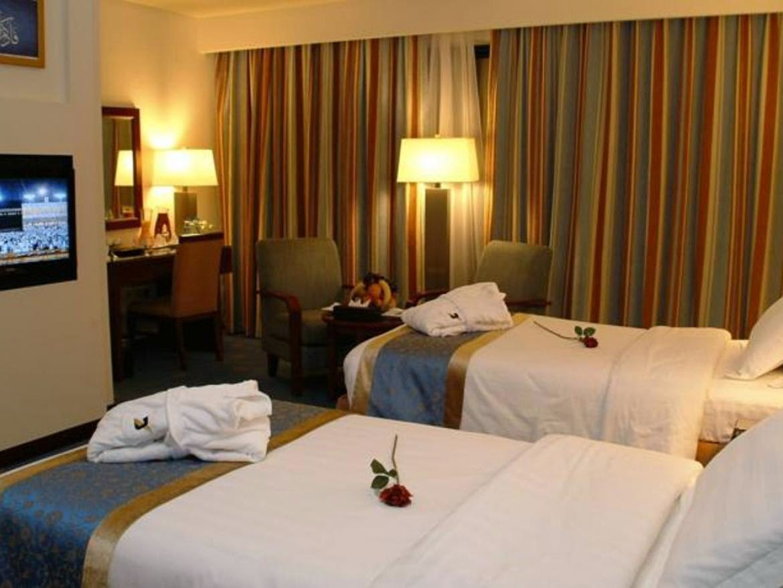Booking hotel dan pesawat for Dekor kamar hotel di bandung