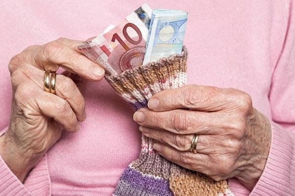 Nenek siat wang tunai RM4.5j, tak mahu keluarga mewarisi hartanya