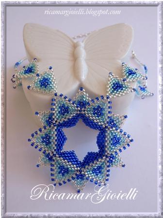 collana stars style realizzata con triangoli in peyote