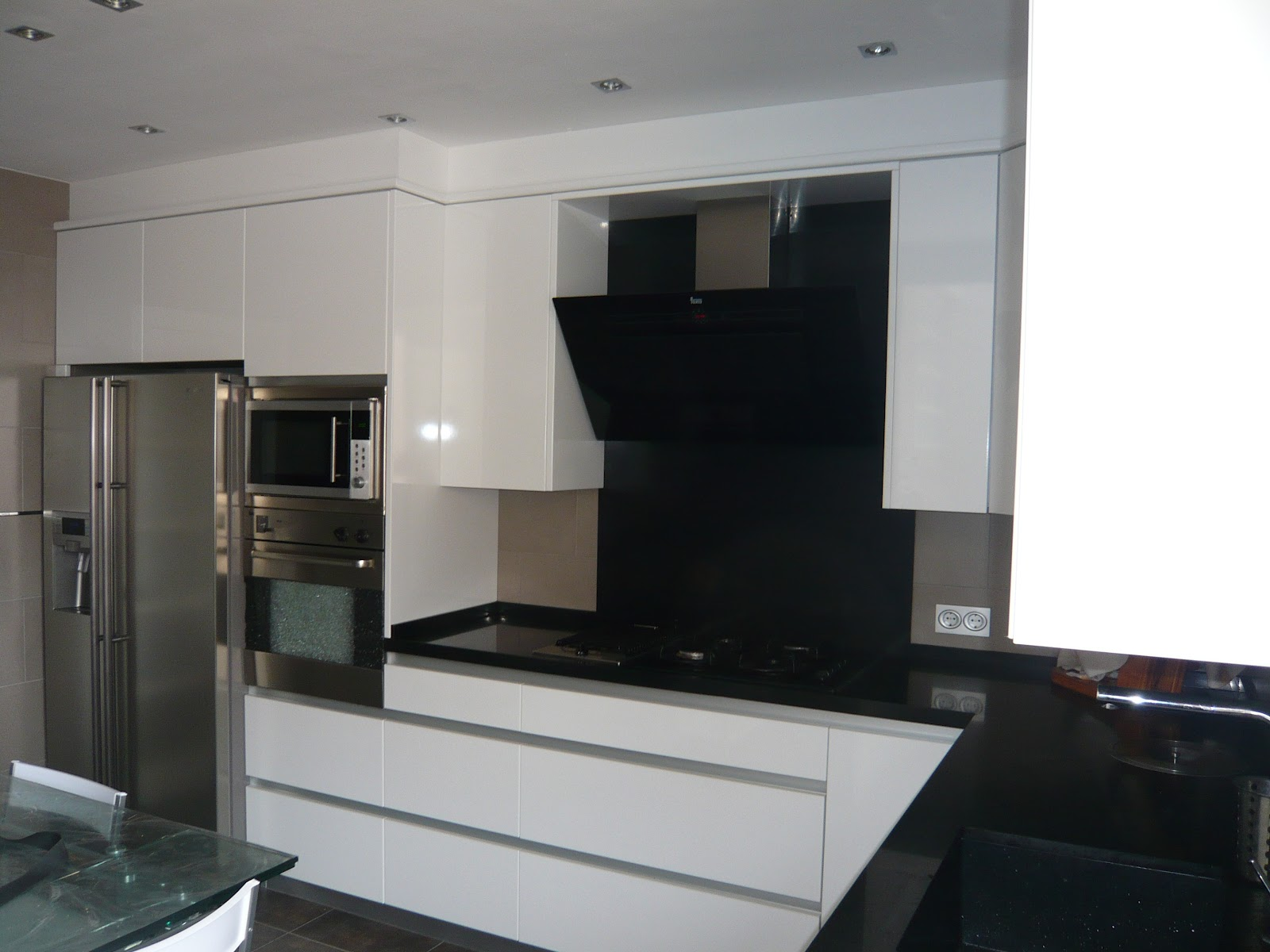 Reuscuina muebles de cocina blanco brillo sin tiradores - Muebles de cocina merkamueble ...
