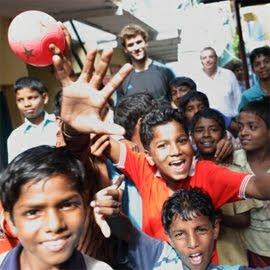 Fernando Llorente en la India con Save the Children