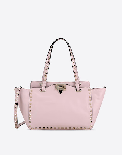 Da accessorio per bambine viziate alle versioni luxury: la borsa rosa.