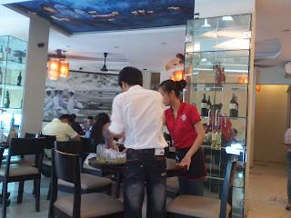 Seg Hue Restaurante no Distrito 3 de Saigon. Especialidade bun bo Hue