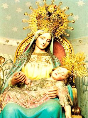 En la Imagen la Virgen de la Divina Providencia con el Niño durmiendo en su regazo