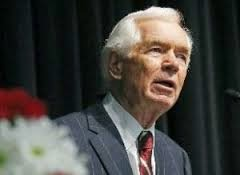 picture of standing senator cochran of Mississippi