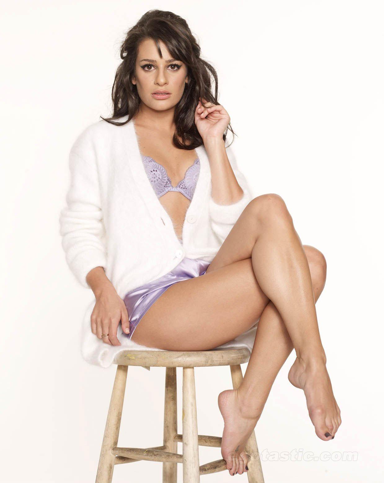 http://4.bp.blogspot.com/-UCCyXAnPl48/T8UhgK7T9TI/AAAAAAAAAjk/WR1NTzTatLw/s1600/Lea-Michele-Feet-411288.jpg