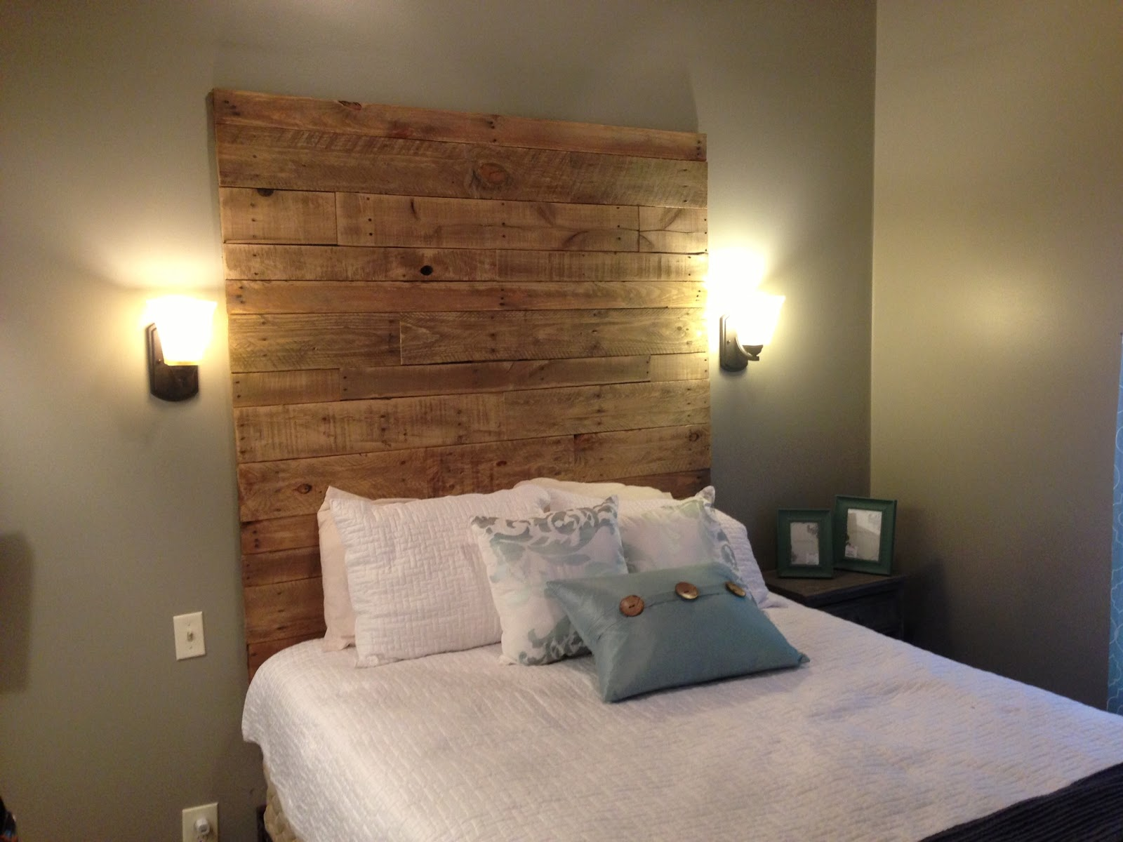 I 39 m not messy i 39 m just busy cabin bedroom part 2 for Headboard designs wood