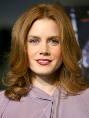 Amy Adams' curvy hairstyle has volume on top and bigger bends through the ends.