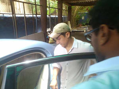 Aamir Khan snapped in Juhu- Visits physiotherapist