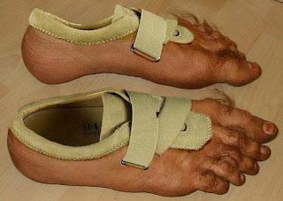 8 Bentuk Desain Sepatu Unik dan Aneh di Dunia